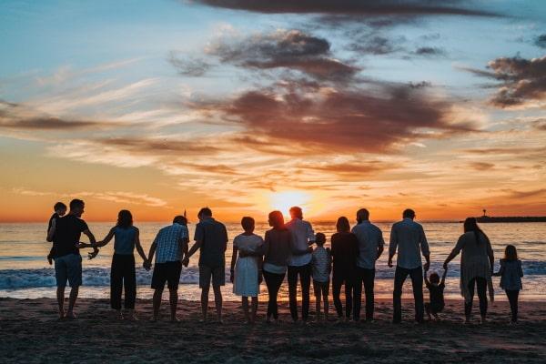 family-sunset-600x400-min